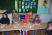 Uczniowie wykonujący ozdoby bożonarodzeniowe 6 Grudnia 2008 R. :: UCZNIOWIE WYKONUJACY OZDOBY BOŻONARODZENIOWE 6 GRUDNIA 2008 R.